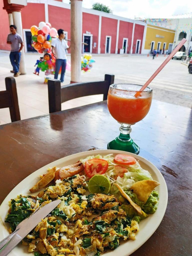 Экономия на еде в путешествиях: не берем воду в мини-баре и другие советы
