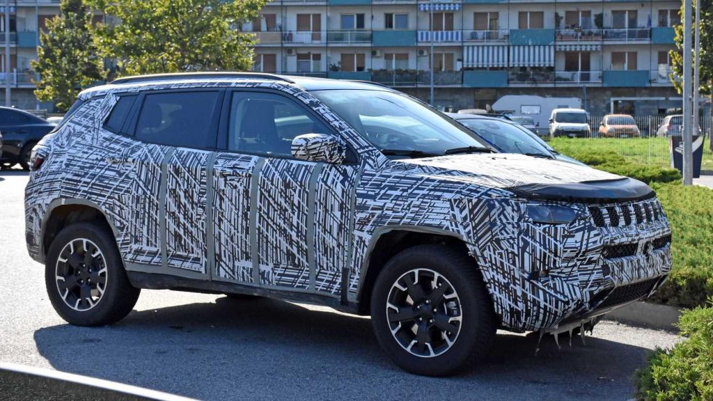 Будет отличаться обновленным стилем внутри и снаружи: Jeep Compass 2022 года дебютирует в ноябре