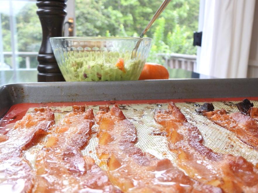 Тосты с беконом и авокадо: великолепный вариант сытного и здорового завтрака для тех, кто следит за своим здоровьем