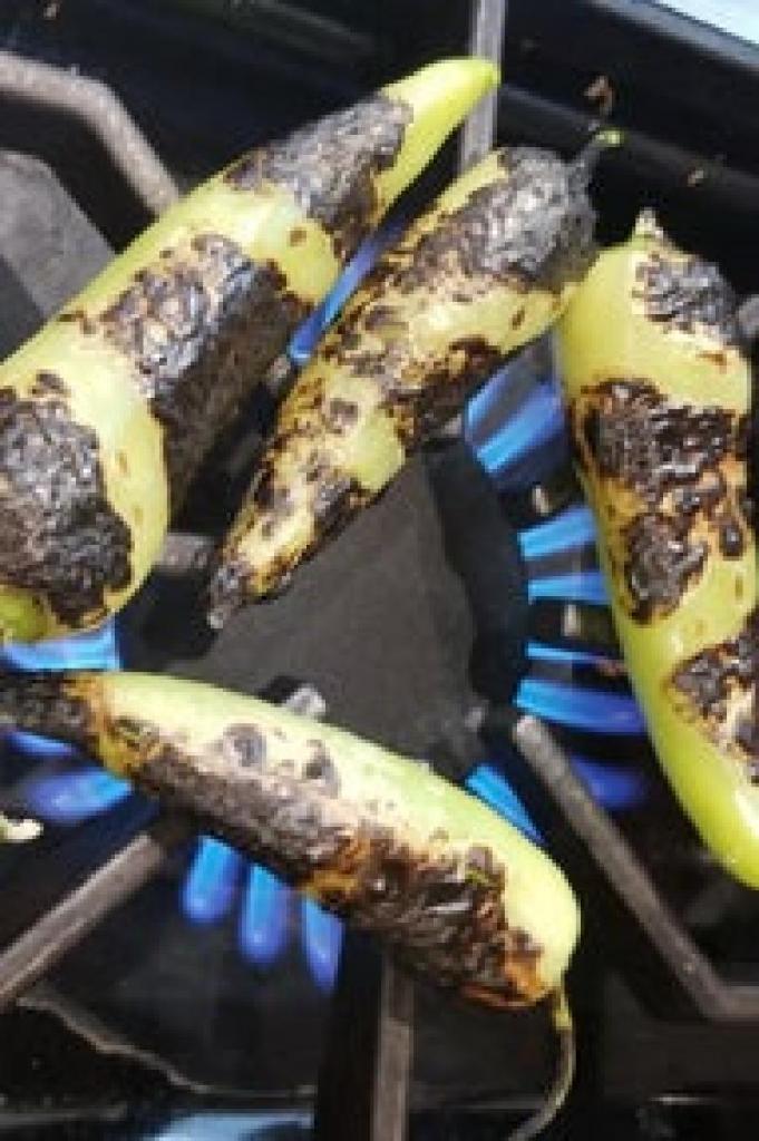 Перец, фаршированный картофелем со специями и сыром: рецепт