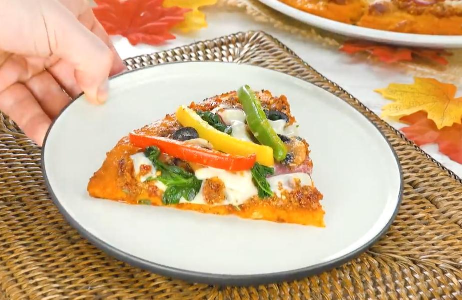 """Безумно понравилась пицца на тыквенном """"тесте"""" с салями и грибами"""