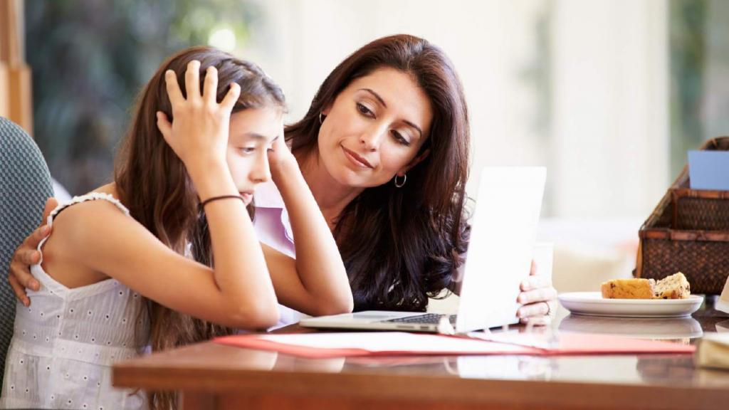 Линдси Силей, педагог и консультант, рассказала, как помочь дочери-подростку повысить уверенность в себе