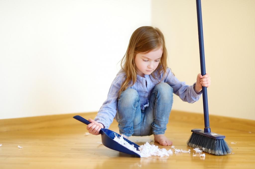 Не вынес мусор – лишился времени за компьютером: многодетной маме надоело заставлять детей помогать по дому, и она придумала систему обязанностей, поощрений и наказаний