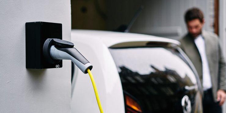 Прибавление шума и отказ от дальних поездок: странные правила, которым должны следовать владельцы электромобилей