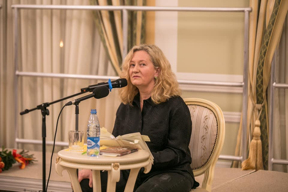 Снималась в фильмах мамы, а потом стала писательницей: как сложилась жизнь дочери Аллы Суриковой