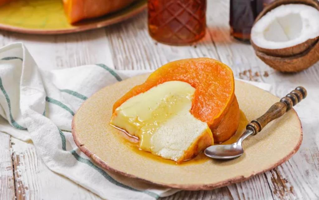 Этот десерт попробовала в Таиланде: наливаем в тыкву кокосовое молоко и выпекаем