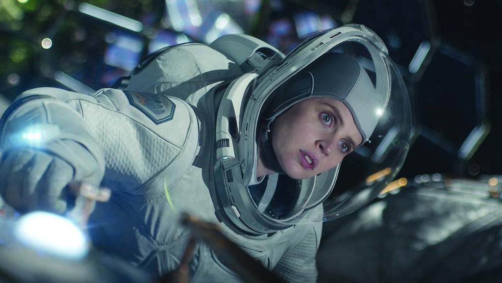 """Фелисити Джонс рассказала, как снималась в """"Полночном небе"""", будучи беременной, меняется ли Голливуд к лучшему и каково ее будущее во франшизе """"Звездные войны"""""""