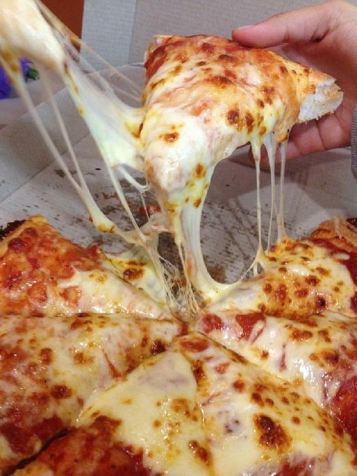 Домочадцы обожают мою пиццу. А секрет прост — нежное и воздушное, тающее во рту тесто
