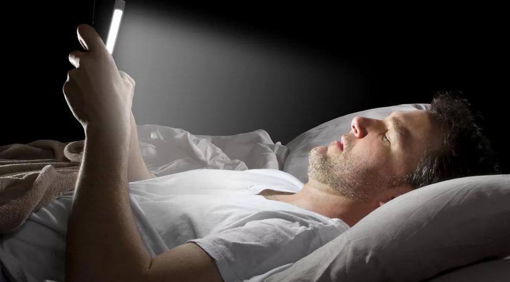 В зависимости от того, во сколько нужно проснуться утром, можно вычислить, когда следует лечь спать: если в 6 утра, то в 20.46