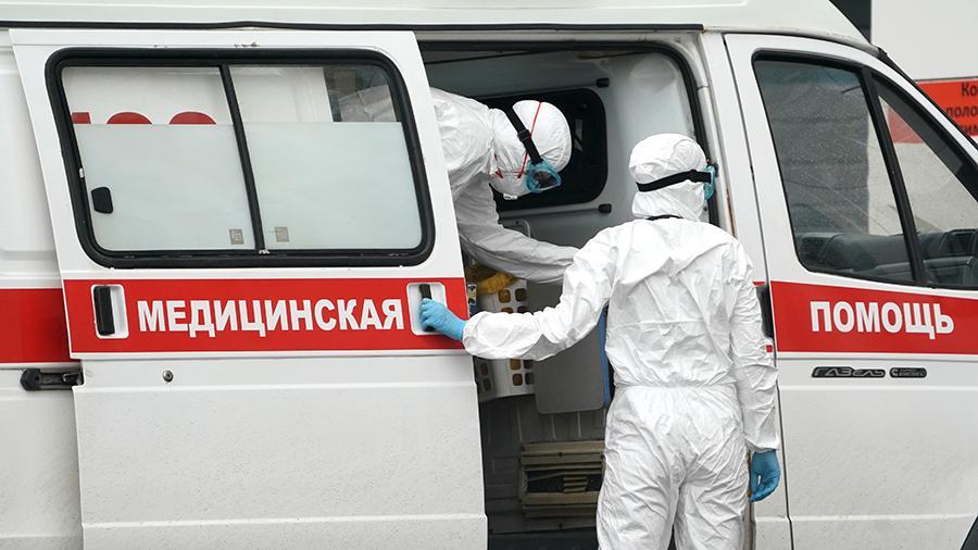 """""""Достаточно много сотрудников находятся на больничном"""": в регионах России отметили повышенную нагрузку на скорую помощь"""