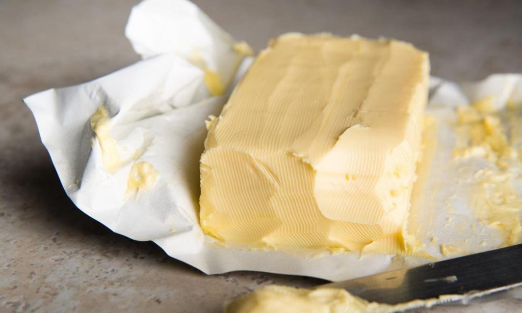 Натуральность сливочного масла проверяю на сковороде (а еще, глядя на то, как оно плавится, понимаю, подойдет оно для выпечки или нет)
