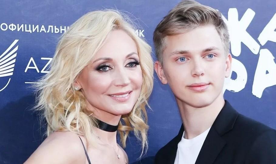 """Кристина Орбакайте показала фото младшего 22-летнего сына Дени: """"Как на маму похож"""""""