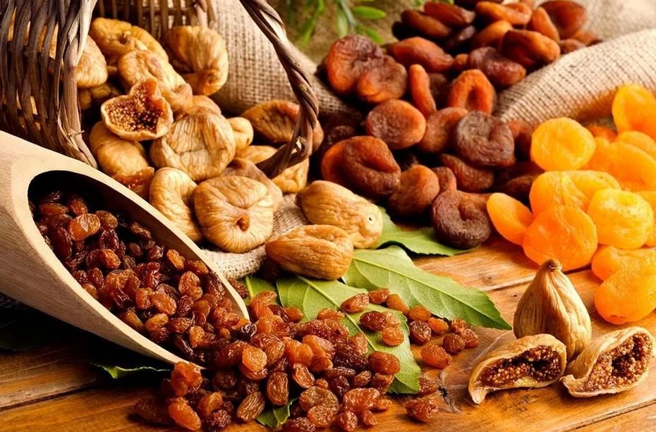 Продукты, улучшающие настроение при недостатке солнца в зимний период: соленая рыба, сухофрукты, перец чили, сыр и другие