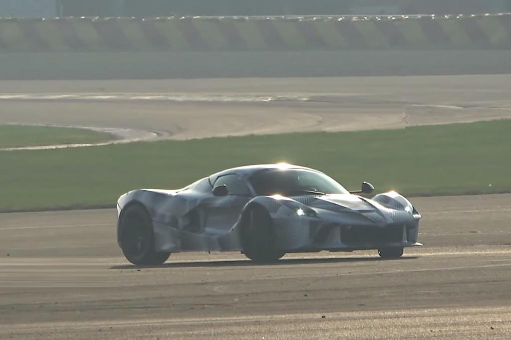 Передняя решетка более открыта: Ferrari начала работу над новым 1000-сильным гиперкаром
