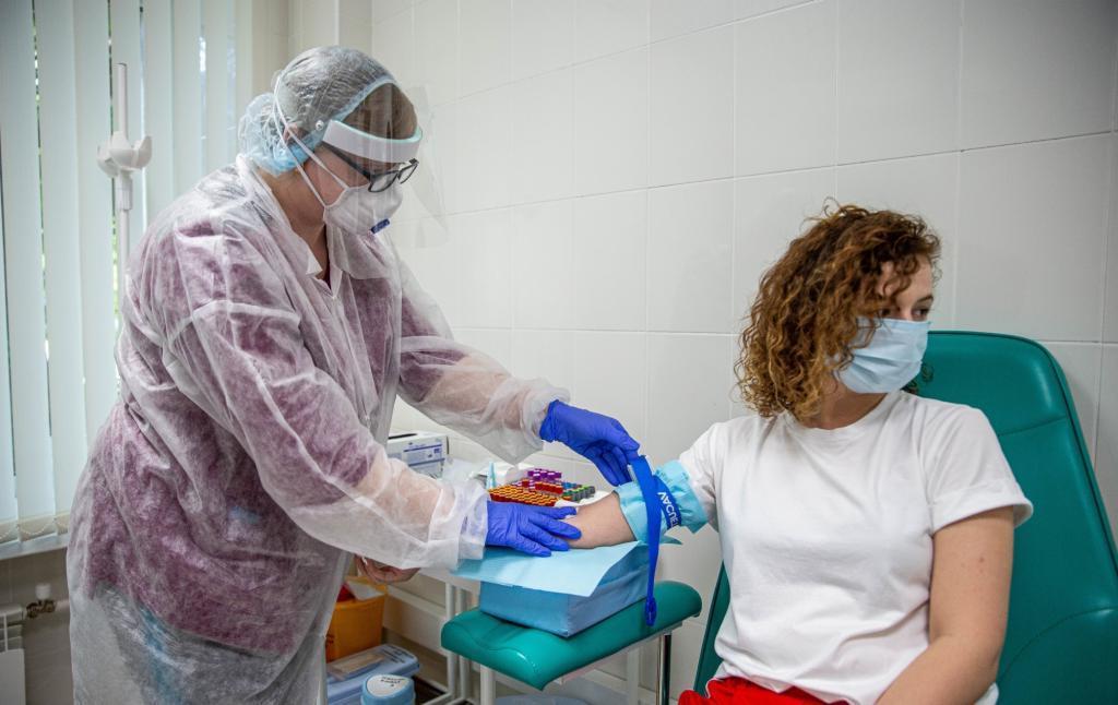 """""""Третья часть тестов - ложноотрицательные"""": пульмонолог Сергей Авдеев рассказал, почему результат теста на коронавирус может быть ошибочным"""