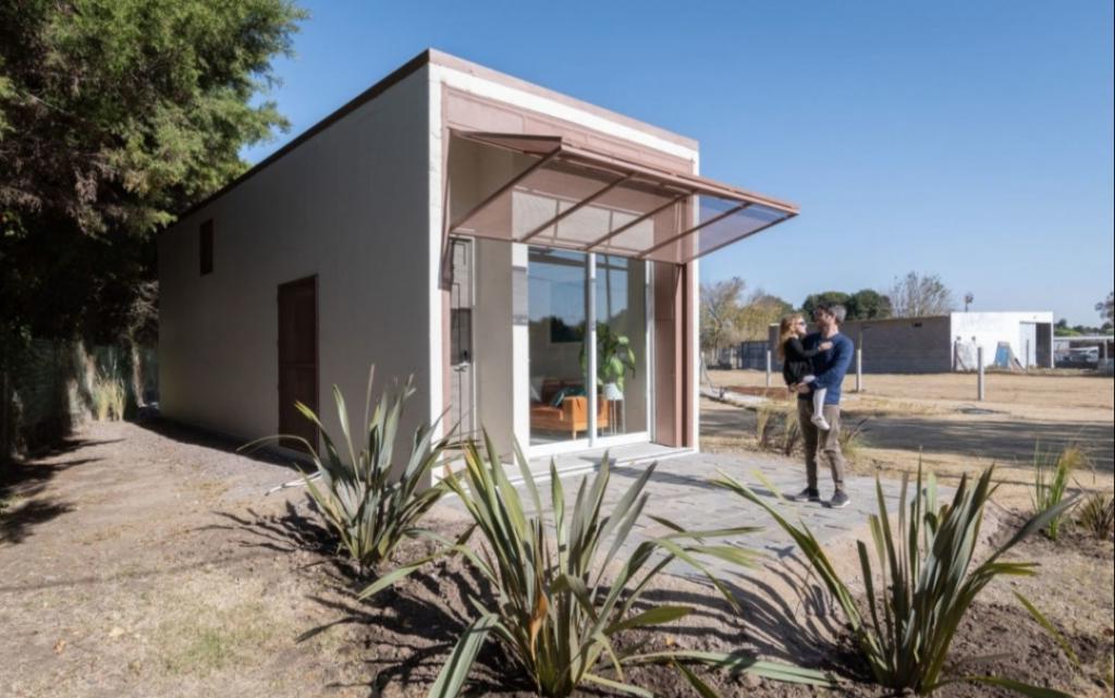 Железобетонный дом за 24 часа - это реально: как выглядят эти минималистичные, но комфортные 45 кв. м.