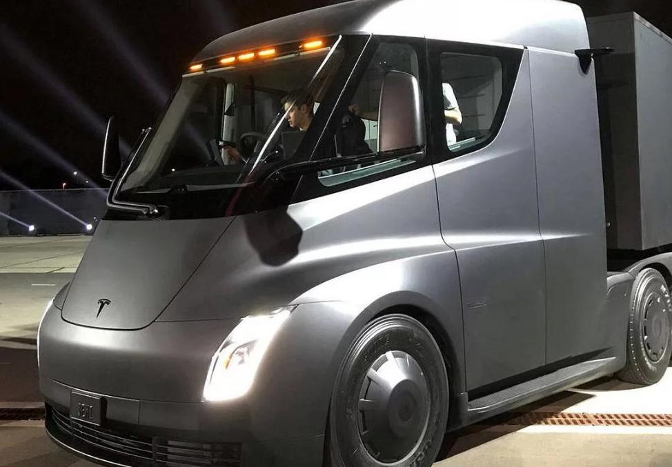 Tesla получила заказ на электрические грузовики Semi, сумма которого может достичь 100 млн долларов