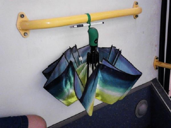 Специалисты рассказали, как правильно сушить зонты ...
