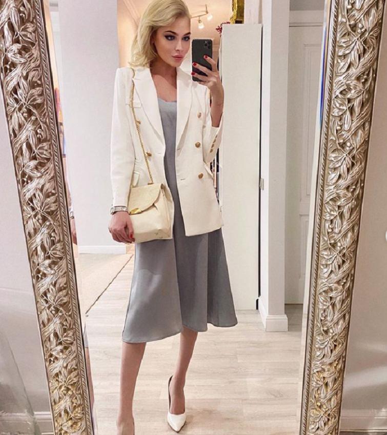 Секрет красоты от Алены Шишковой: модель поделилась с подписчиками новыми нарядами, которые заказала через интернет-магазин