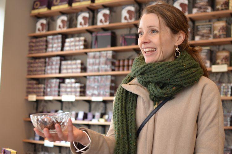 За 20 минут никакой еды или воды: эксперт по шоколаду рассказала, как правильно наслаждаться вкусом популярной сладости