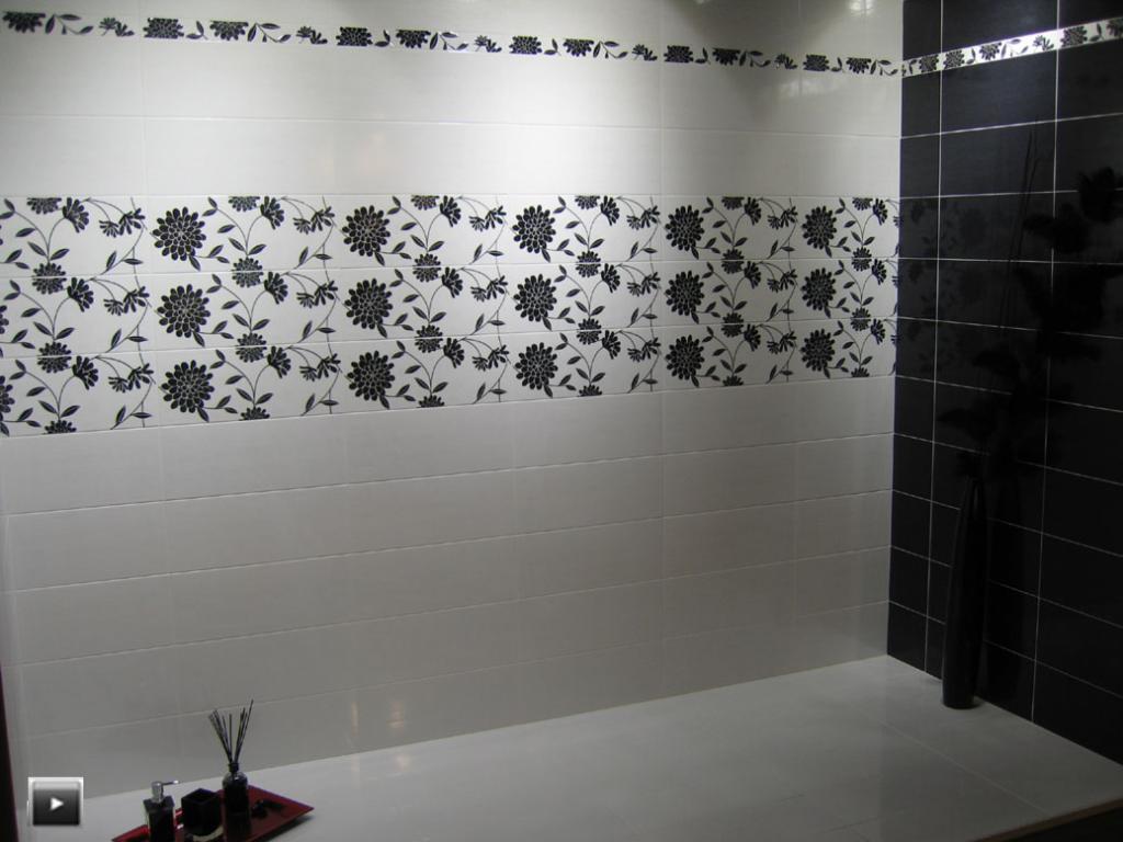 Когда в кармане мало денег, но мечта сделать богатый интерьер в ванной не покидает: хитрость дизайнера, с которой дешевая плитка будет выглядеть дорого