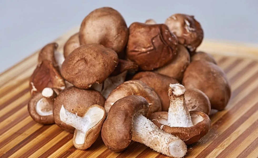 Если ощущается дискомфорт в плечевом поясе, то привести себя в форму помогут упражнение, ананасы и грибы шиитаке