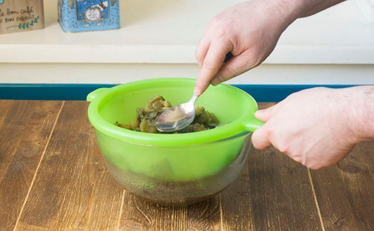 Мои котлетки из баклажанов всегда пользуются спросом за ужином: такие вкусные получаются, потому что овощи я сначала отвариваю и отжимаю