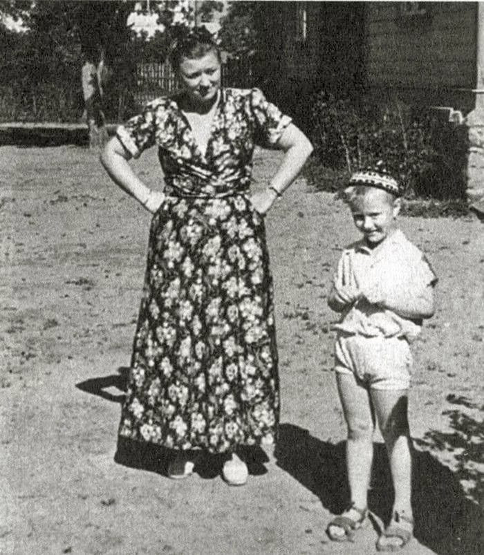 Взбалмошная и неприступная. Железная мама Андрея Миронова — какой она была