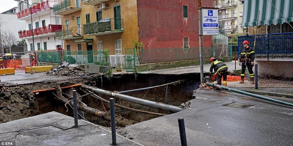 Исторические церкви Неаполя рискуют внезапно провалиться под землю, показывает исследование