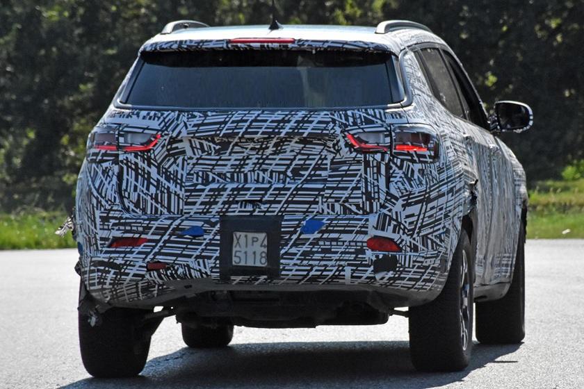 По-прежнему компактный и красивый: новый Jeep Compass 2022 года - первые шпионские фото
