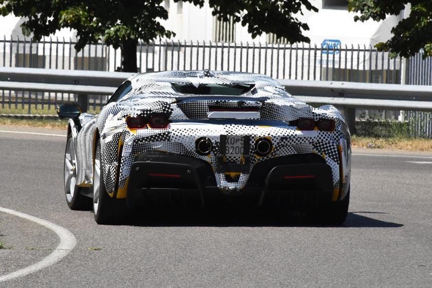 Презентация состоится 12 ноября: Ferrari SF90 Stradale Spider появится на этой неделе