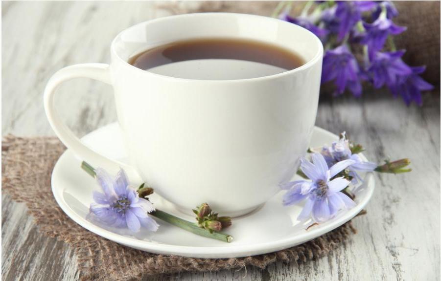 """Осенью я всегда """"слегка"""" поправлялась. Оставаться в форме помогает травяной чай из акации, шиповника и крапивы"""