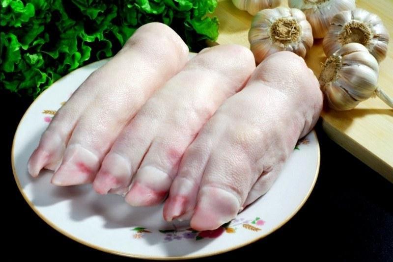 Кто-то свиные ножки использует при варке холодца, а я делаю из них закуску на гриле, которую не найти ни в одном ресторане