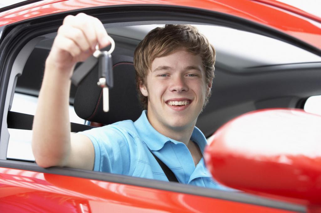 """Должен сопровождать """"наставник"""": в России хотят разрешить 17-летним управлять автомобилем"""