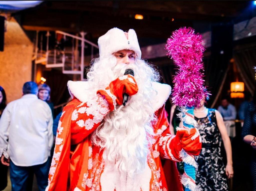 Дед Мороз и Снегурочка останутся без денег. Аниматоры и ведущие посчитали, сколько потеряют из-за ввода новых ограничений