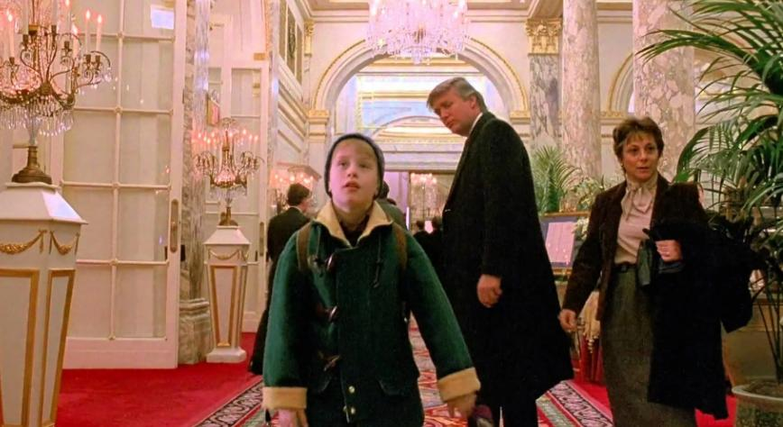 """Режиссер фильма """"Один дома 2"""" Крис Коламбус рассказал, как Дональд Трамп попал в кинокартину"""