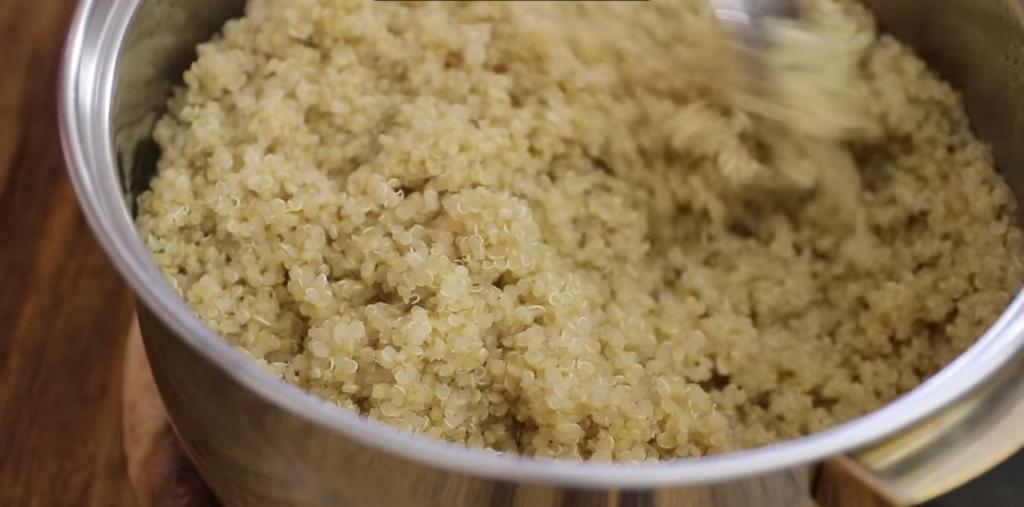 Открыла для себя рецепт котлеток с тунцом и киноа: полезны для здоровья, богаты белком и просты в приготовлении
