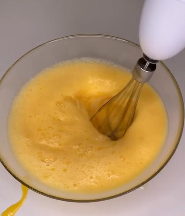 Рулетик, который можно съесть целиком и за раз, не потеряв при этом талию: готовлю нежный десерт, когда хочется сладенького
