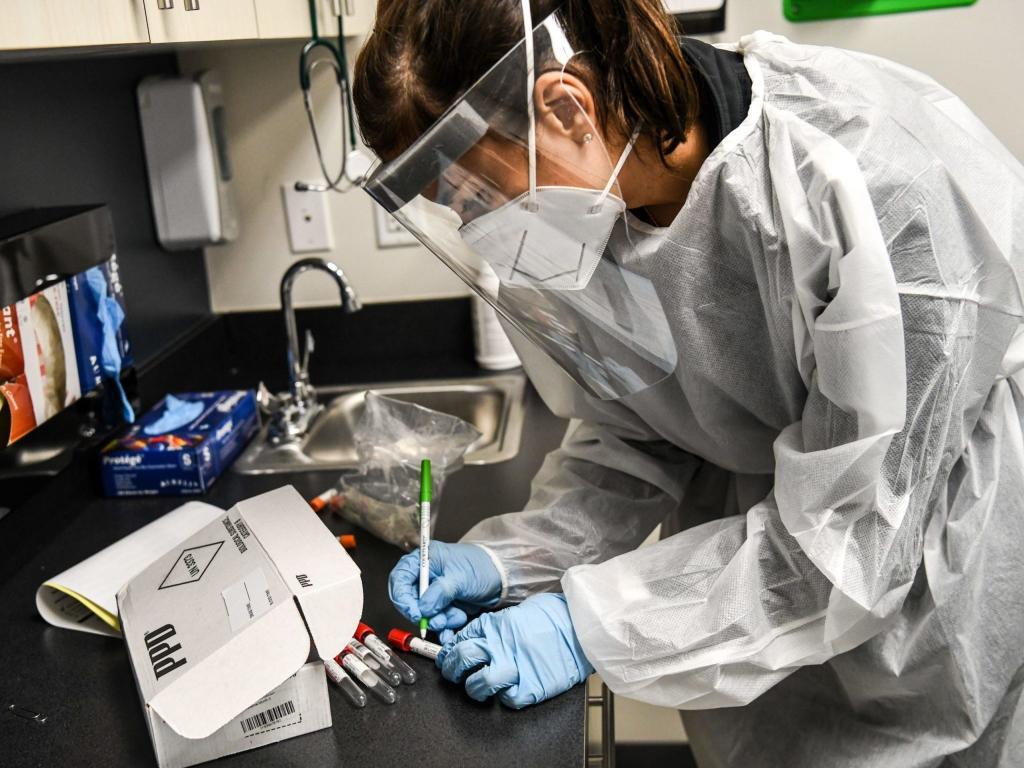 Вакцина компании Moderna защищает от Covid-19 на 94,5 %, но есть серьезные побочные эффекты