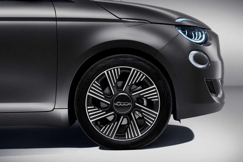Специальные диски с алмазной огранкой: новый Fiat 500 теперь доступен с более чем 80 аксессуарами от Mopar