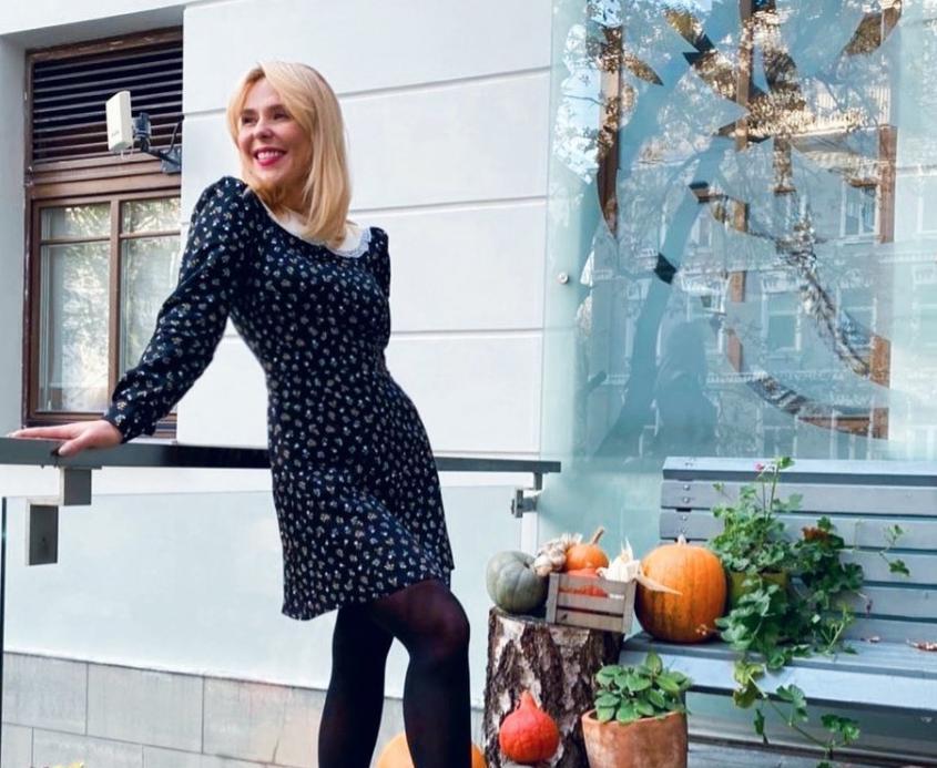 """Очарование и нежность в открытых плечах: Пелагея очаровала подписчиков """"смелым"""" платьем"""