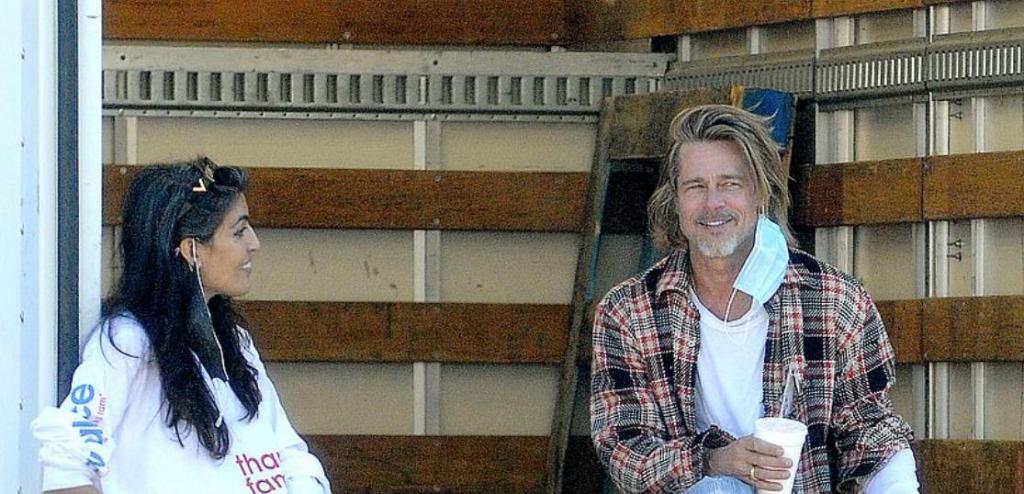 Несколько часов подряд Брэд Питт лично разгружал коробки и раздавал продукты малообеспеченным семьям в Лос-Анджелесе (фото)