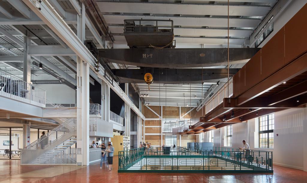 Архитекторы превратили старую электростанцию в кампус колледжа в Висконсине. Как он выглядит внутри