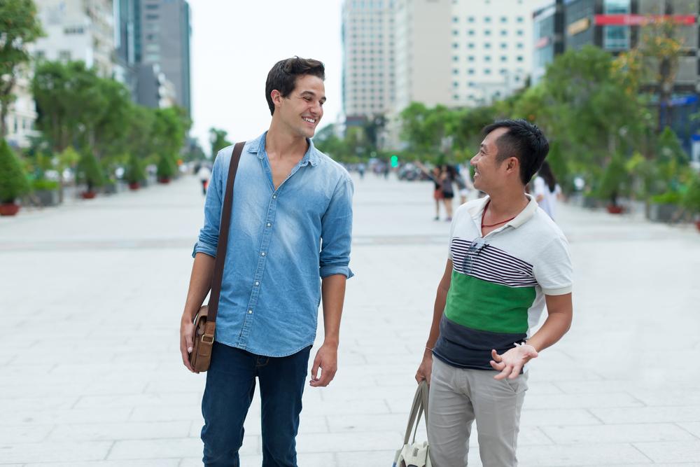 """Тем, кто привык спрашивать """"Как дела?"""", будет непривычно: что говорят друг другу китайцы при встрече (речь идет о близких людях и друзьях)"""