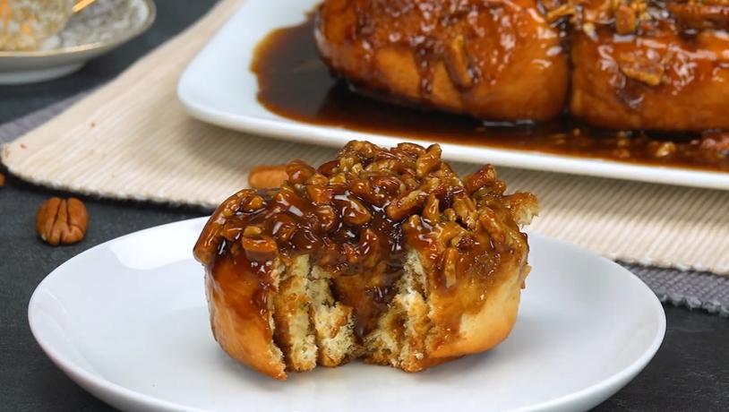 Печем синнабоны в карамели с орехами. Булочки нежные и очень вкусные