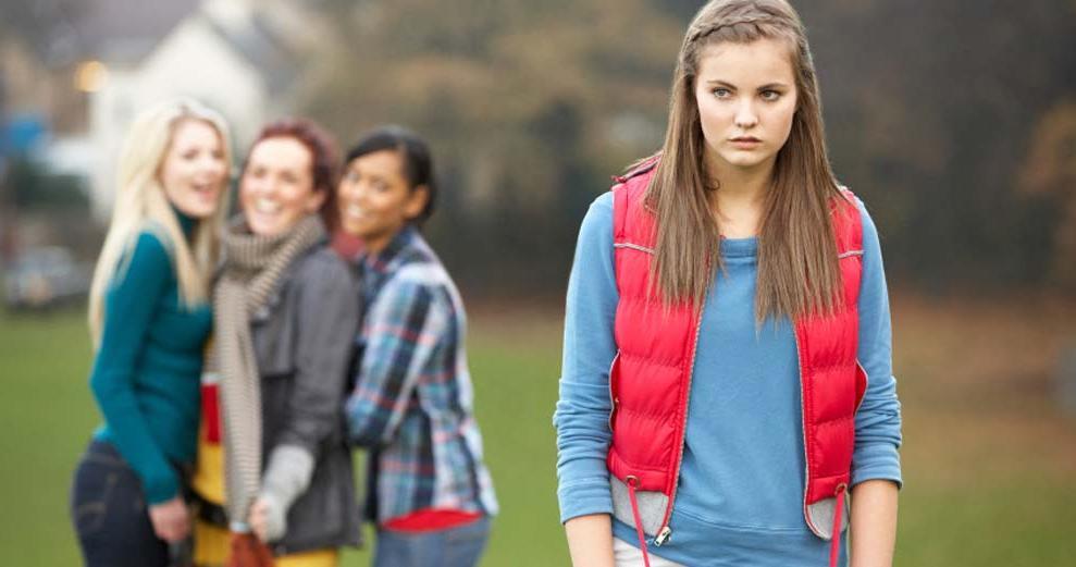 Родители узнали, что дочь издевается над одноклассницей. Отец предложил ей выбрать себе наказание