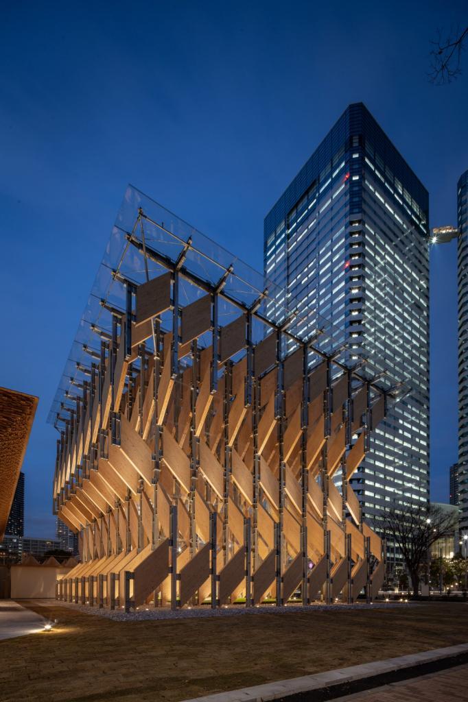 Японский архитектор Кенго Кума создал необычный павильон из клееного бруса в Токио