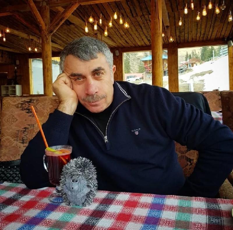 Теледоктор Комаровский оценил опасность заражения COVID-19 от переболевших людей