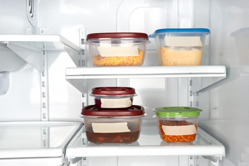 """""""Лазанья простояла на столе 6 часов"""": женщина поинтересовалась у пользователей Сети, не поздно ли убрать блюдо в холодильник и безопасно ли его есть"""