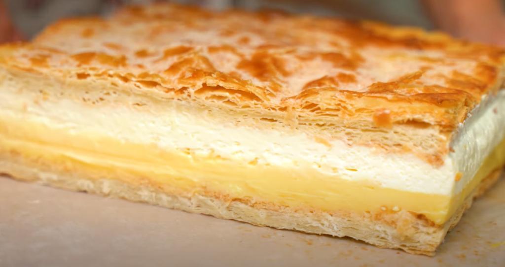 """""""Наполеон"""" или """"Карпатка""""? Блогер объединила два рецепта в один: теперь ее сливочный десерт с хрустящими коржиками – мой самый любимый торт"""